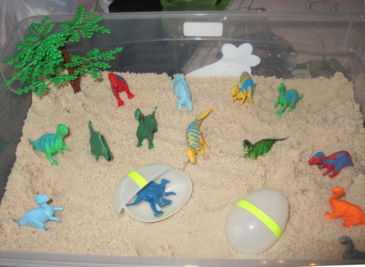 dinosaursensorybin1