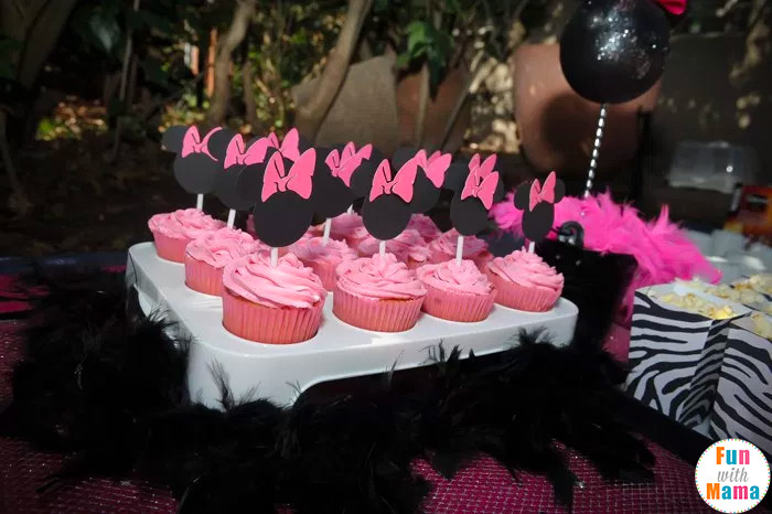 Minnie mouse birthday party ideas zebra style fun for Baby minnie decoration ideas