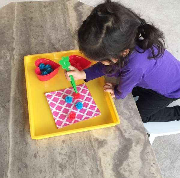 Here is a lovely activity that works on your toddler or preschoolers fine motor control and color matching skills.