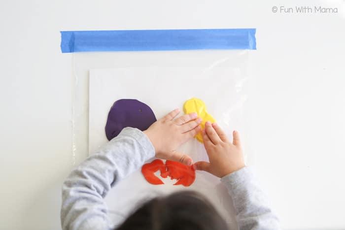 toddler-kids-mess-free-painting