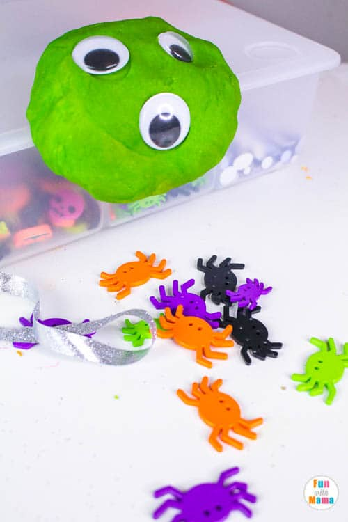 Halloween playdough kit