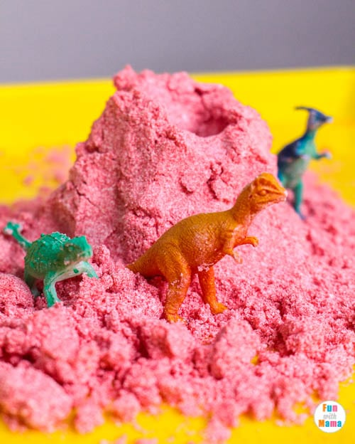 toy animals and kinetic sand recipe